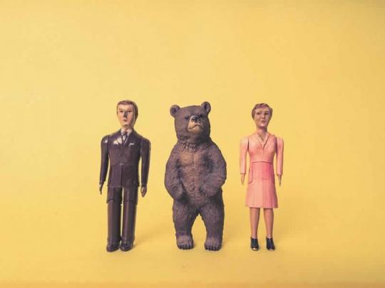 gratisography-bear-man-woman-toy-model-thumbnail